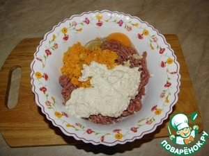 To the mince with the vegetables, add the butter-sugar mixture, the egg,  all salt, pepper