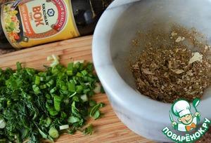 Сушеные белые грибы истолочь в порошок, зелень мелко нарезать.   Выложить все в суп.   Выправить на соль по вкусу.