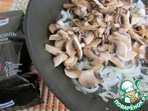 Add mushrooms (I have frozen) and fry until complete evaporation of liquid.