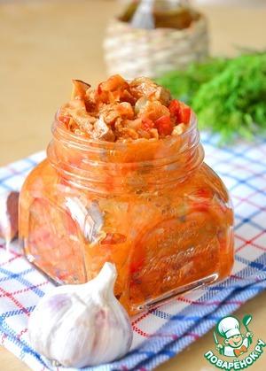 Это рагу вкусно горячим и холодным.      В горячем виде - это отличный гарнир и самостоятельное блюдо. В союзе с картофелем, рисом, гречкой или другой крупой - это полноценный постный обед или ужин.      В холодном виде - это отличная закуска. Как дополнение к жареной картошке - просто великолепно. Вкусно просто положить холодное рагу на кусочек серого хлеба.       Как заправка для супа - это рагу вас выручит всегда! Пару ложек такого рагу вместо суповой заправки - сэкономит ваше время на кухне.      Рагу прекрасно хранится в стеклянной банке в холодильнике до полутора недель. Его можно заморозить в контейнере - после разморозки оно не теряет своих свойств.