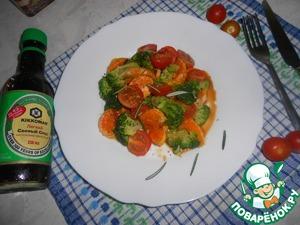 Выложить на блюдо помидоры черри, брокколи, мандарины, полить заправкой, посыпать листочками эстрагона.