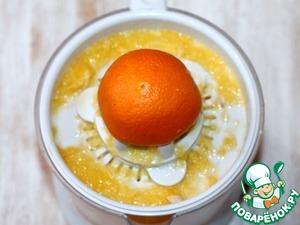 1. Трем цедру апельсина (1 ст. л.) и выжимаем сок (125 мл)