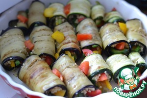 The finished rolls put in a baking dish.