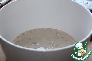 Опара-   в теплом молоке растворить дрожжи, половину сахара и 2 ст л муки от общего количества.