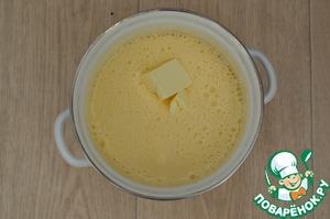 Затем постепенно добавлять сливочное масло комнатной температуры.
