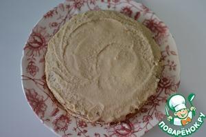 Далее каждый корж промазать кремом, собрать торт, так же промазать бока.
