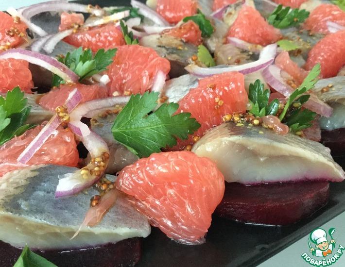 Рецепт: Салат с сельдью и грейпфрутом