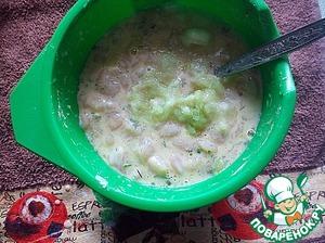 Добавляем крахмал, муку, яйца, зелень, соль (специи, чеснок - по желанию) и, потертый на мелкую терку, лук