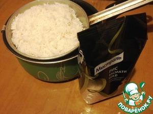 Рис отварить в кипящей подсоленной воде по инструкции на упаковке.
