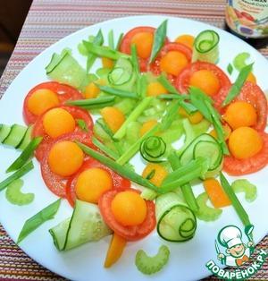 Выложить на блюдо овощи в красивом порядке ( по Вашему желанию).