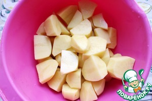 Peel the potatoes. For this dish it is better to take small potatoes, but if You have a large, not a problem - just cut it in half or into quarters.