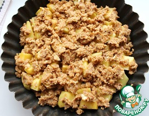 Put potatoes in the form. Sprinkle the bread-nut mixture. Gently pour the remaining boiling water so as not to damage the breadcrumbs. Cover with foil and place in a preheated 190 degree oven for 45 minutes, and then remove the foil and leave for another 15 minutes. The potatoes should be soft and easy to protectice knife.