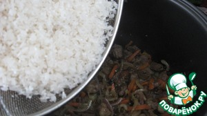 The rice thoroughly washed in several waters. The last of the water after washing must be completely transparent. Pour on top of rice