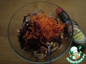 Beets and carrots grate, and also in a salad bowl.