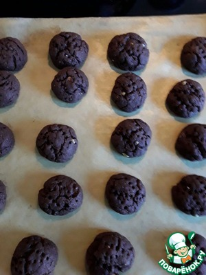 Put the pan in a preheated 180 gr. the oven for 8 minutes. More no bake, because cookies severely dry.