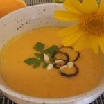 Тыквенный крем-суп с миндальным молоком
