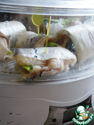 Put on the grill steamer and cook steamed for 20 minutes. In the water you can add a slice of lemon and Bay leaf.