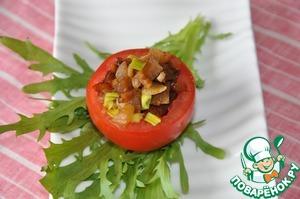 Начиняем помидоры остывшими баклажанами. Отмечу, что данного количества хватит для фаршировки 4 помидоров точно.   Сервируем листьями салата или рукколы.    Приятного аппетита!