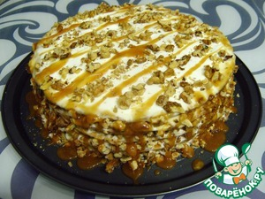 Send a cake overnight in the refrigerator to nuts and cakes have absorbed the sour cream.