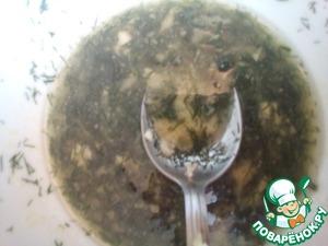 Prepare salad dressing: mix 5 tbsp olive oil, 2 tbsp wine, 1 tbsp lemon, 1 tsp mustard,1/4 tsp sugar, garlic and finely chopped greens.