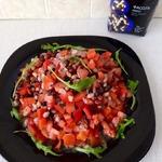Салат из фасоли, перца и помидоров