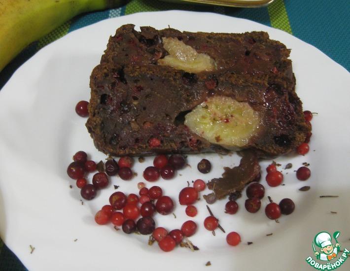 Рецепт: Шоколадный кекс с бананом и брусникой
