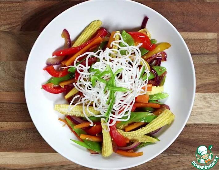 Рецепт: Жареные овощи с хрустящей лапшой