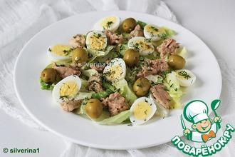 Рецепт: Салат из печени трески с перепелиными яйцами