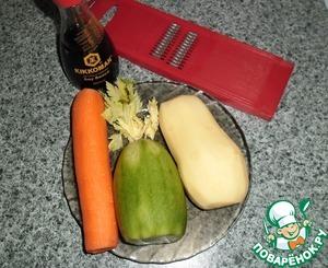 Моем и чистим овощи, соотношение овощей можете изменить по своему вкусу, но картофеля должно быть по весу больше, чем моркови и редьки, картофель в этом салате главный