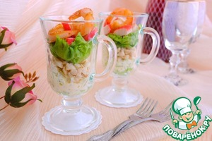 Layer sprinkle with walnut crumbs. Then again salad leaves, then cut into small cubes crab sticks. On top lay the fried in oil and soy sauce shrimp   Bon appetit!