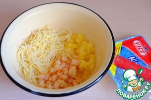 Cheese to RUB on a small grater Korean. In a bowl add diced shrimp, pineapple, cheese straws. Garlic 1 tooth. garlic pass through a garlic press, add to bowl to the components of the salad