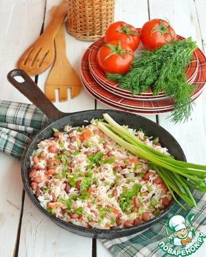 Все перемешайте и готовьте еще 1-2 минуты. Подавайте прямо в сковороде, посыпав зеленым луком.