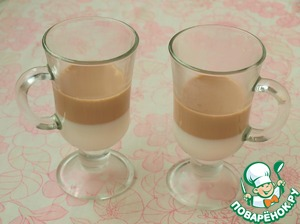 When the mixture has cooled, you can pour the second layer.  To get the glasses from the refrigerator, make sure the first layer is well stuck and pour the second.  When coffee hardens, the words pour milk and so to the top of the glasses.