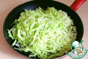 Into the pan add 1/3 Cup of water, add the cabbage. The pan put on low heat, cover lid and simmer the cabbage until Al dente and the liquid is evaporated