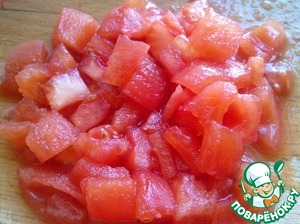 Finely chop the tomato.