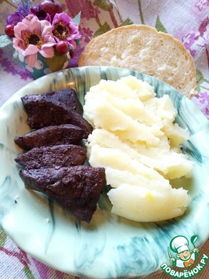 The liver just melts in your mouth it is so tender that it can be grind into paste...  We eat it just like that or with a side dish. It easily goes well with any side dish, but in this case we have mashed potatoes but with homemade bread...