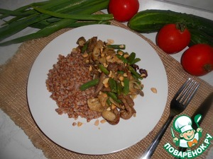 To the buckwheat spread fried beef with oyster mushrooms and vegetables. Bon appetit!