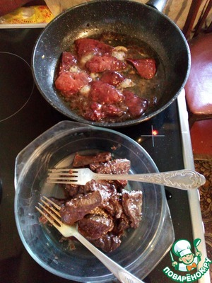 Now you need to fry the liver in vegetable oil over medium heat.