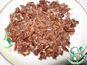 Chocolate is finely chopped with a knife.