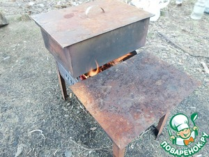 Now close the smoker and set on fire.  For fire I use the grill, folding it mehraby.  Very convenient!