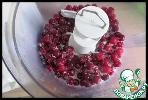 The thawed cranberries along with sugar and grind in a blender