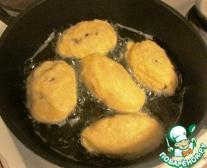 Heat in a saucepan with vegetable oil and fry the patties on all sides until Golden brown.