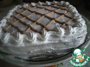 At first Korzh put the sour cream and cover with second Korzh. Protein cream make the cake. Decorate as desired. Send in the fridge for 3-5 hours (I left overnight)