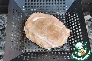Готовим грудки на углях на решётке или на специальной (как у меня) сковороде-гриль.