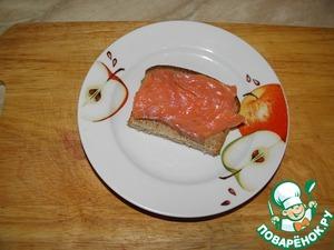 Fish cut into pieces, spread on the bread