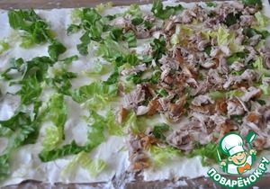 With the legs cut off the flesh, finely chop and put with the edge of the 1/3 sheet of lavash.