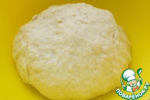 Lightly whisk egg, add whey, vegetable oil, stir. Add salt, baking soda, wheat flour. Flour may take less or more. Knead a smooth dough.  Leave at room temperature for 30-35 minutes.