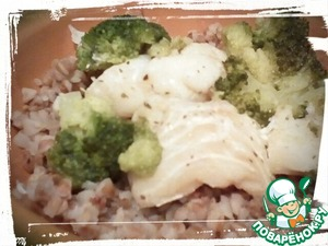 "In this dish there are ""correct carbs"" - buckwheat, and protein - fish, and dietary fiber - broccoli. Almost perfect combination. Bon appetit!"