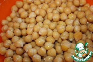 I cook chickpeas in advance and immediately pounds. The remains are distributed in bags and freeze, when you have nut always at hand.