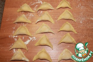 """Tighten the edges together. Here are the """"ears"""" we have obtained. From the specified amount of flour ... I got about 40 pieces. They can freeze and cook as needed."""